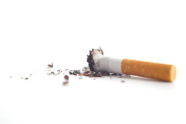 brutto - cicca sigaretta foto e immagini stock