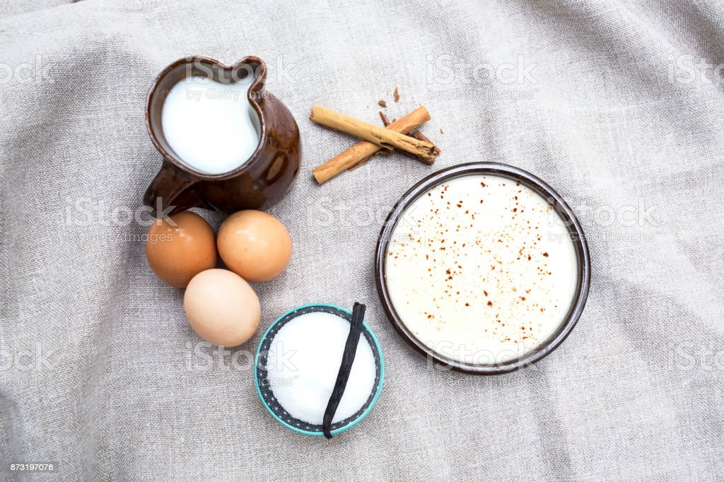 natillas caseras con los ingredientes stock photo