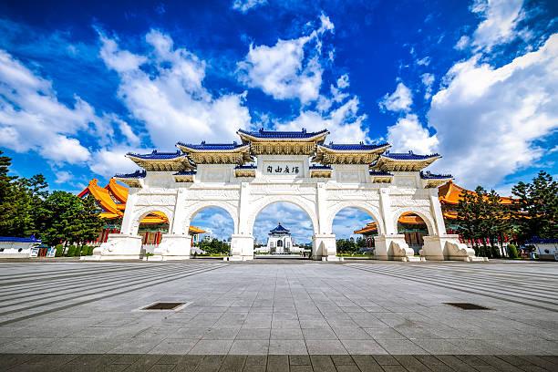 national chiang kai-shek memorial hall , taipei, taiwan - insel taiwan stock-fotos und bilder