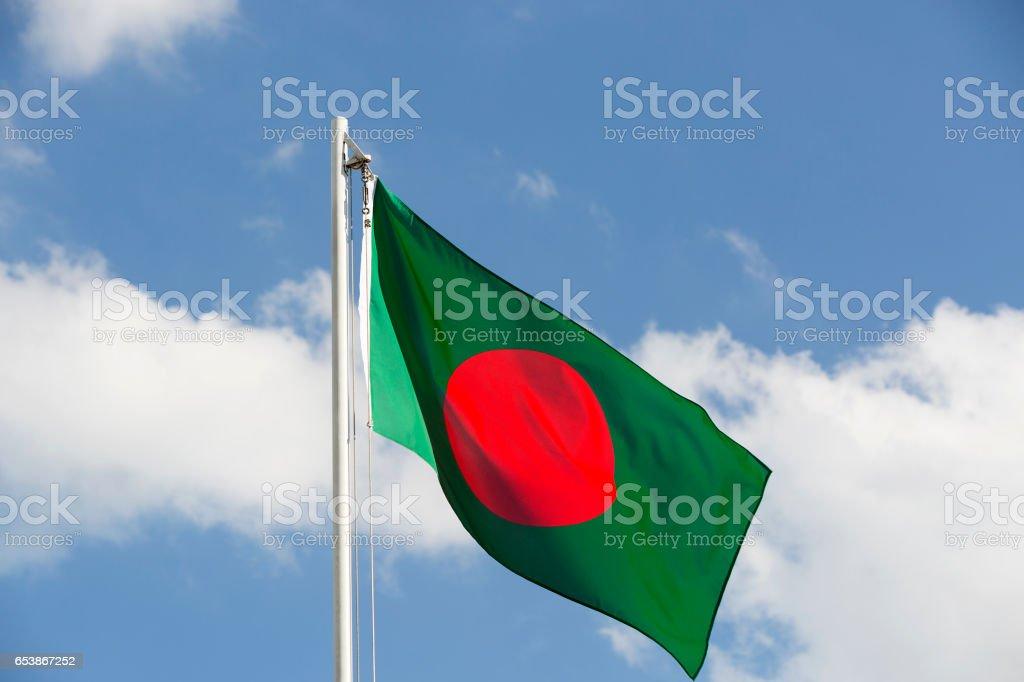 Bandera Nacional de Bangladesh en un asta de bandera - foto de stock