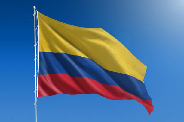 bandera nacional de colombia en el claro cielo azul - bandera colombiana fotografías e imágenes de stock