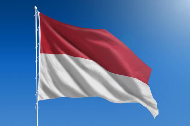 bandeira nacional da indonésia no claro céu azul - bandeira da indonesia - fotografias e filmes do acervo