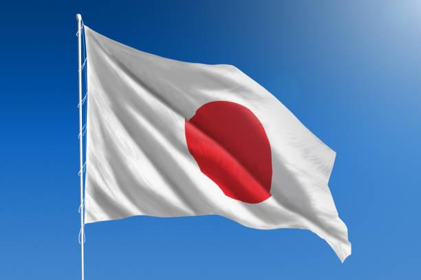 Bandera Nacional de Japón en el claro cielo azul - foto de stock