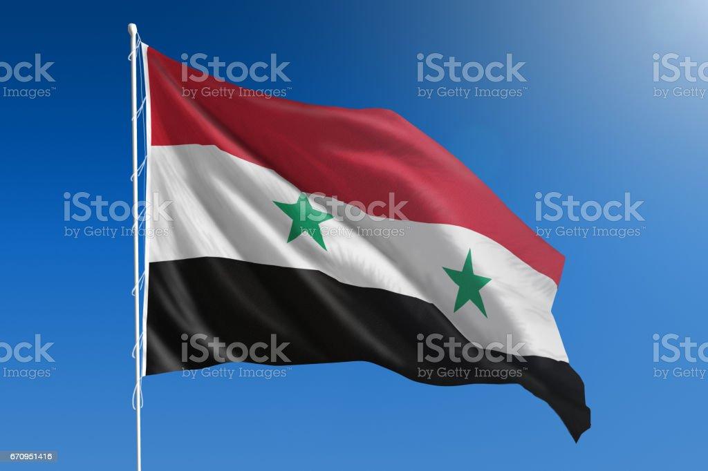 Bandera Nacional de Siria en el claro cielo azul - foto de stock