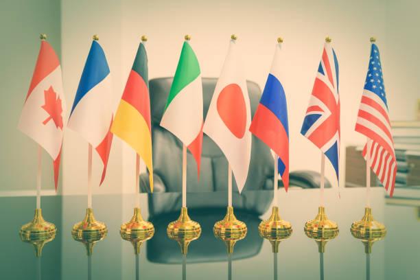 nationalflaggen der g8 oder eine gruppe von acht großen hoch industrialisierten ländern dh kanada, frankreich, deutschland, italien, japan, russland, uk, usa - deutschland usa stock-fotos und bilder