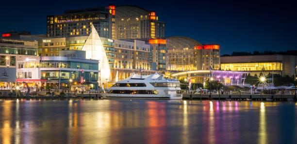 nationale haven-maryland bij nacht - haven stockfoto's en -beelden