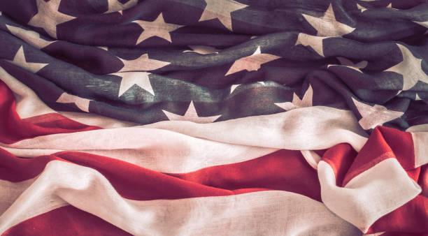 nationella patriotiska symboler. den gamla amerikanska flaggan. - celebrities of age bildbanksfoton och bilder
