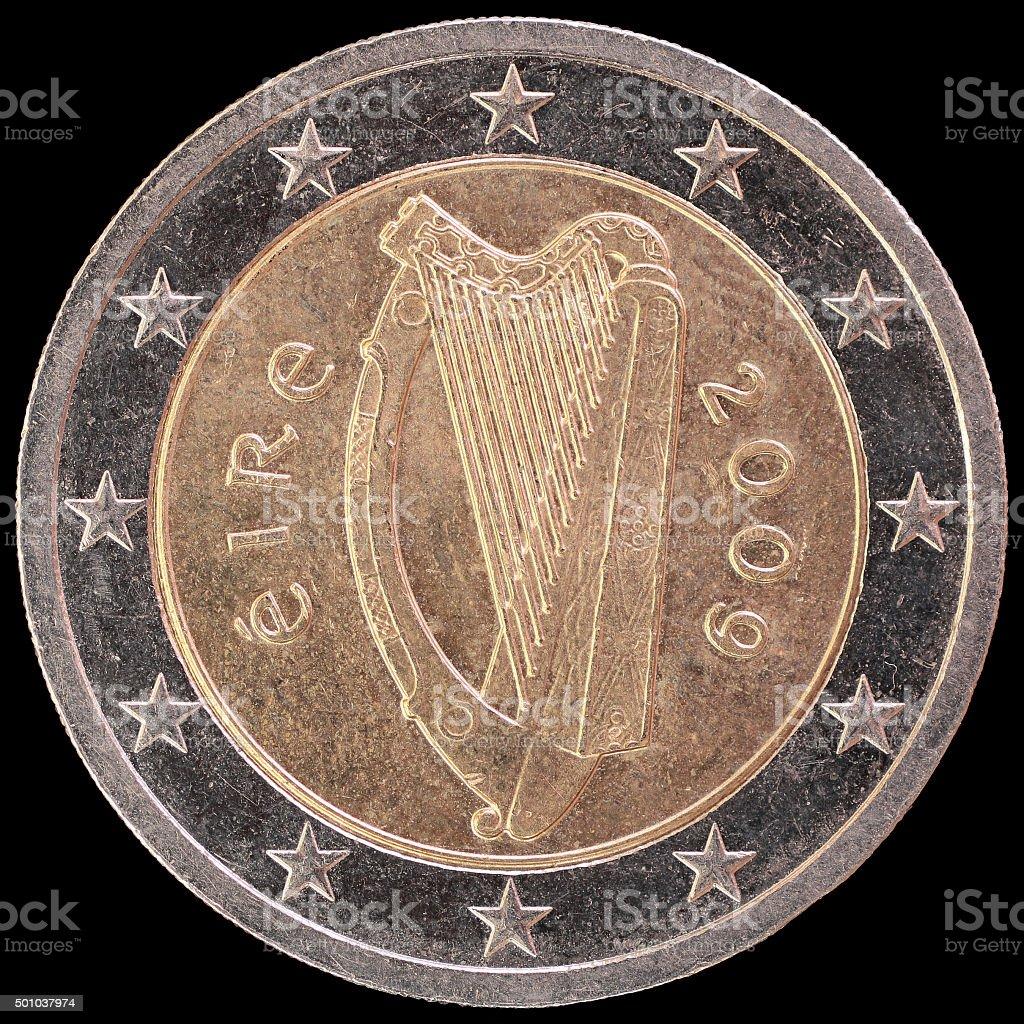 Seite Von Irland Zweieuromünze Auf Schwarzem Hintergrund Stock