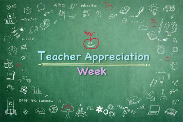nationallehreraufwertung woche auf grüner tafel mit doodle - danke an lehrerin stock-fotos und bilder