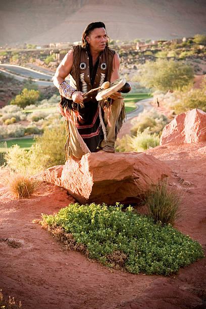 native american chief performing segnung - indianer kostüm herren stock-fotos und bilder