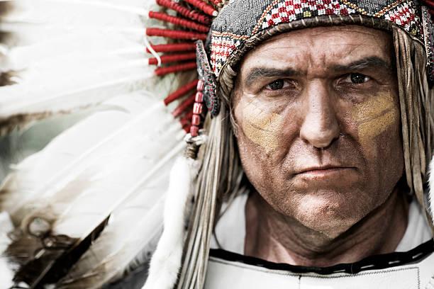 native american chief - indianer kostüm herren stock-fotos und bilder
