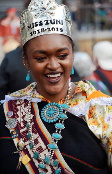 아메리카 원주민 댄서 - columbus day 뉴스 사진 이미지