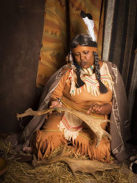 native american erzähler - navajo stil stock-fotos und bilder