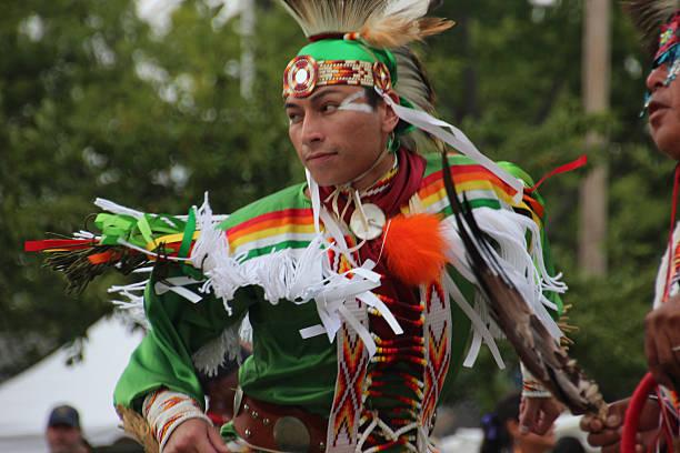 native americans in pow-wow - indianer make up stock-fotos und bilder