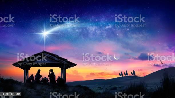 Photo libre de droit de Nativité De Jésus Scène Avec La Sainte Famille Avec La Comète Au Lever Du Soleil banque d'images et plus d'images libres de droit de Avent