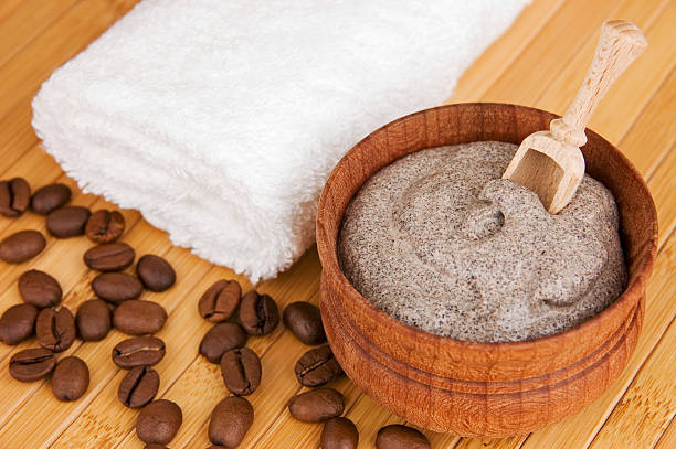hausgemachte kosmetik - kaffeepeeling stock-fotos und bilder