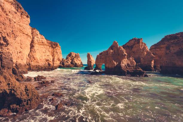 natürlichen Bogen Küstenklippen (Ponta da Piedade), Lagos, portugal – Foto