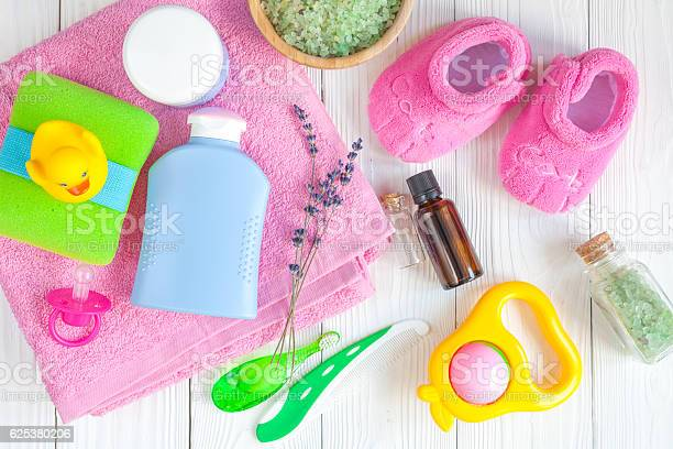 Natural baby bath cosmetics with duck top view picture id625380206?b=1&k=6&m=625380206&s=612x612&h=j7duapqieqf2fxt9uoukzsv4wzmlcke4tdloxk qjwm=