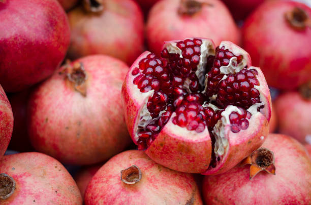 natural background of sweet fresh coral red pomegranate ripes, group of pomegranates. pomegranate closeup, background - romã imagens e fotografias de stock