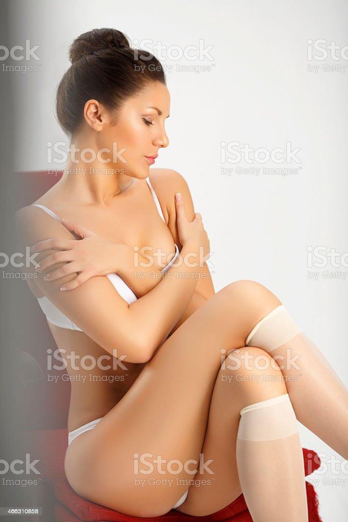 Resultado de imagem para mulher semi nua