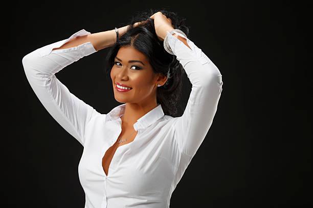 retrato de hermosa belleza natural de mujeres jóvenes informal estilos de vida - mujeres dominicanas fotografías e imágenes de stock
