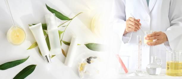 Concepto de producto de belleza natural, el médico y la medicina experimenta, farmacéutico, formulación de la química para los envases de la botella cosmética, cosméticos, etiqueta en blanco para la maqueta de la marca. - foto de stock