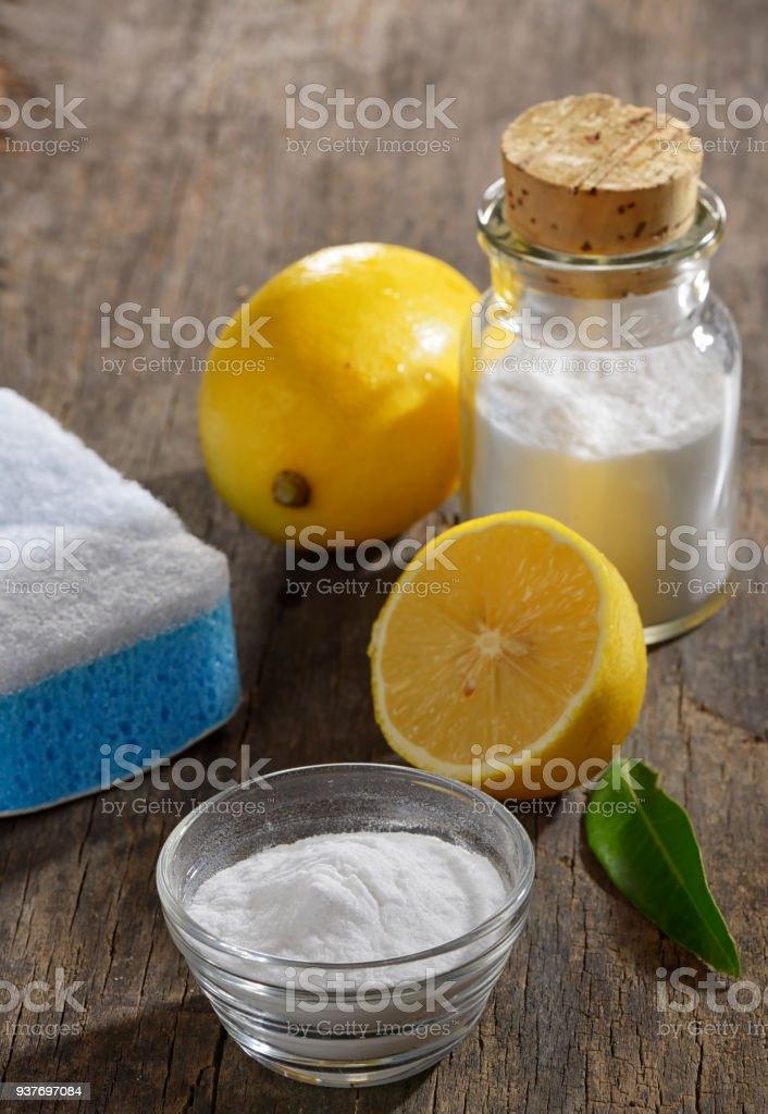 Natürliche Reinigung Werkzeuge, Zitrone und Natriumbicarbonat für Housekeeping – Foto