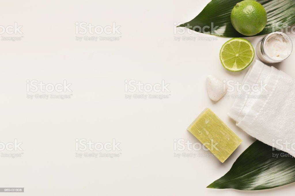 Produits cosmétiques naturels pour le traitement de spa maison ou salon - Photo de Agrume libre de droits