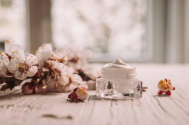 Natural facial cream with spring blossom picture id539108118?b=1&k=6&m=539108118&s=612x612&w=0&h=qosu2hmod6dglljmwg4f7uolb1tdnjzyfhg e5vt1tq=