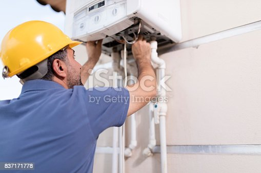istock Natural Gas Combi Service 837171778