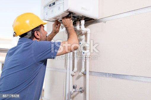 istock Natural Gas Combi Service 837178428