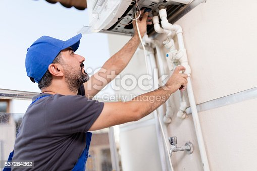 istock Natural Gas Combi Service 837284362