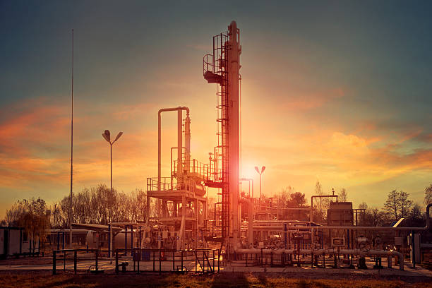 natural gas compression for dehydration - compresor motor fotografías e imágenes de stock