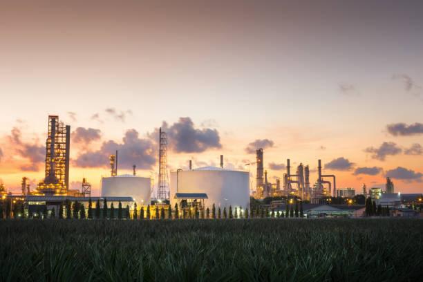 Erdgas-Lagertanks und Öltank – Foto
