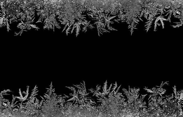 어두운 backround에 자연 얼음 결정 frostwork입니다. 매크로 근접 촬영입니다. - 서리 뉴스 사진 이미지