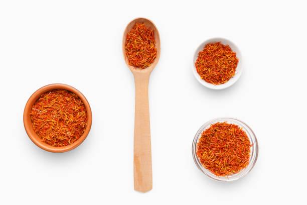 naturliga indiska spicies koncept - saffron on white bildbanksfoton och bilder