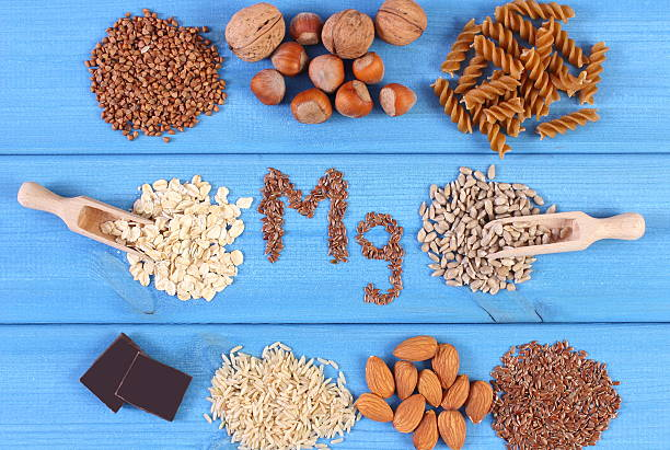 natural ingredients and products containing magnesium and dietary fiber - magnesium stockfoto's en -beelden