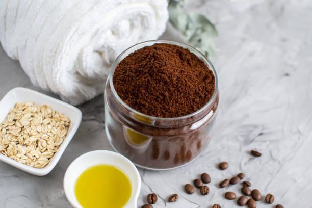 natürliche zutaten für hausgemachte body chocolate coffee zucker salz scrub - kaffeepeeling stock-fotos und bilder