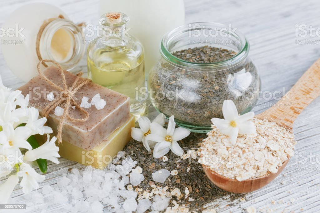 Natural ingredients for homemade facial and body mask foto stock royalty-free