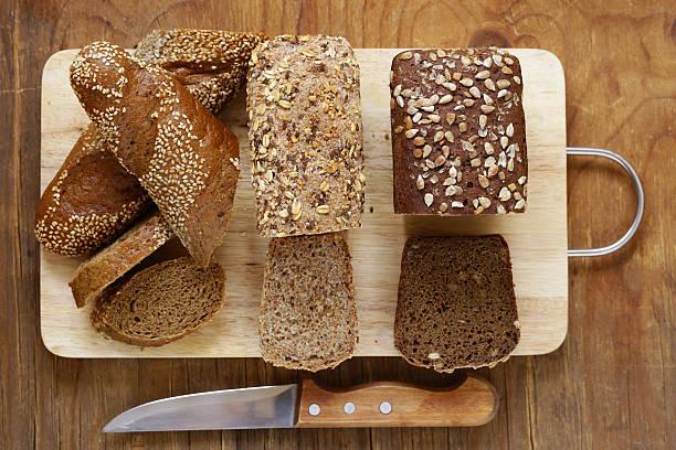 natural organic bread made from whole wheat flour - pan multicereales fotografías e imágenes de stock