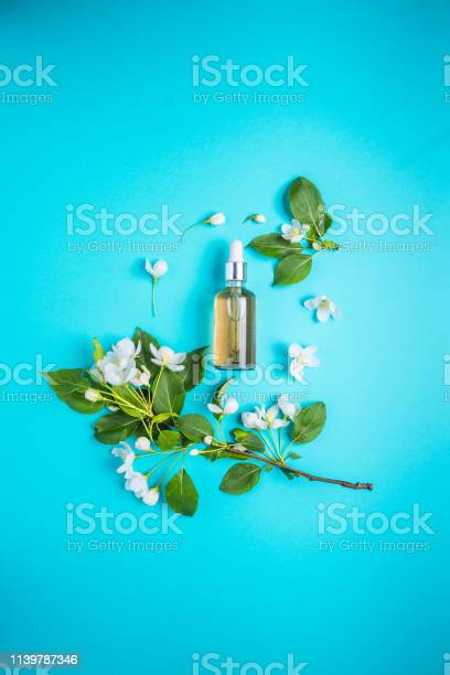 Natural organic cosmetics on blue background in a frame of flowers picture id1139787346?b=1&k=6&m=1139787346&s=612x612&h=nqmsk k4lphmlkziewx9v1sapmfiwz5fqd112itl2mk=