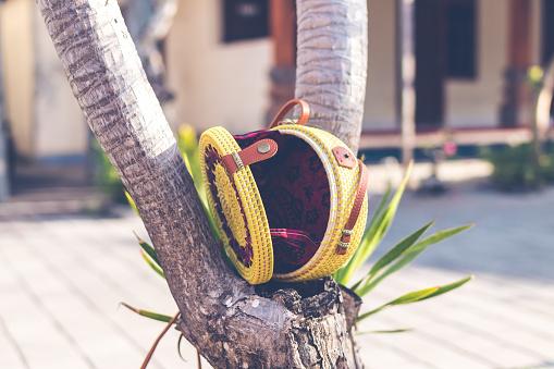 Natuurlijke Organische Handgemaakte Rotan Handtas Closeup Gele Kleur Stockfoto en meer beelden van Archiefbeelden