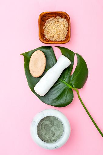 Cuidado Natural De La Piel Máscara De Arcilla Sobre Fondo Rosado Foto de stock y más banco de imágenes de Aromaterapia