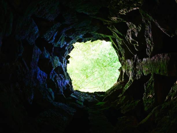 동굴을 통해 자연 채광 창 - 동굴 뉴스 사진 이미지