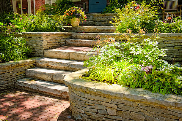 Natural stone landscaping Natural stone landscaping in home garden with stairs stone house stock pictures, royalty-free photos & images