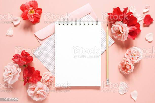 Natural template with blank notepad and various vintage roses picture id1161178060?b=1&k=6&m=1161178060&s=612x612&h=rlnq0hfnb4udrrgtg95vveuaj8s7walo3mdo3roah8k=