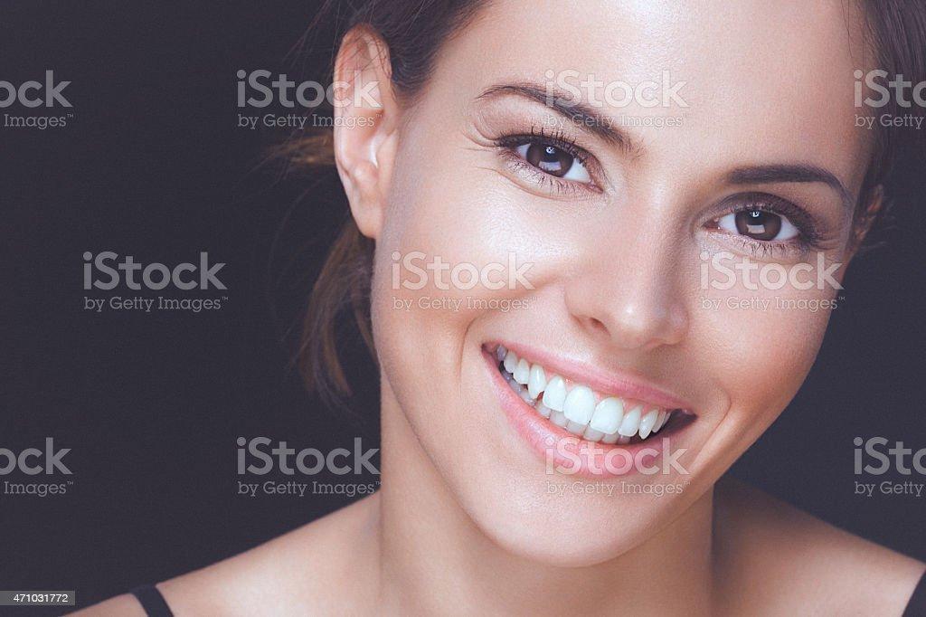 Natürliche Junge Frau mit einem perfekten Lächeln und saubere gesunde Haut - Lizenzfrei 2015 Stock-Foto