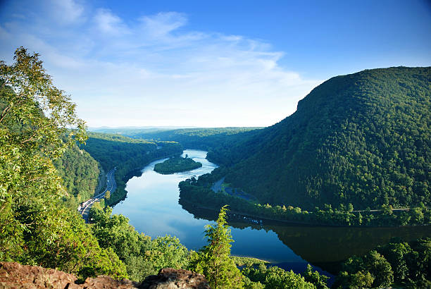 Nature landscape view from mountain peak Mountain peak view with blue sky, river and trees from Delaware Water Gap, Pennsylvania. pennsylvania stock pictures, royalty-free photos & images