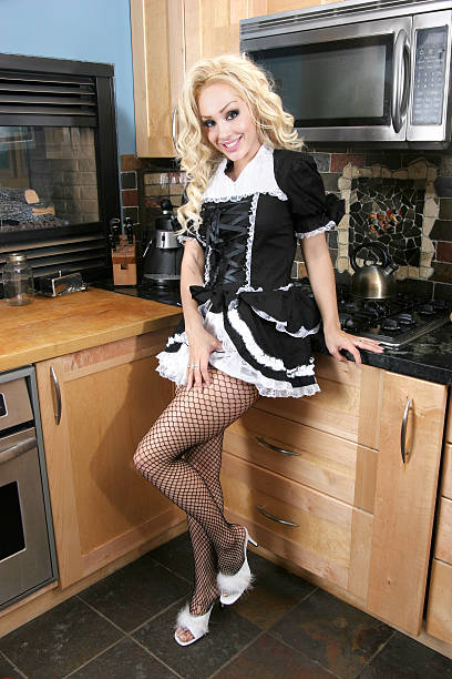 frech französisch maid - damen rock kostüme stock-fotos und bilder