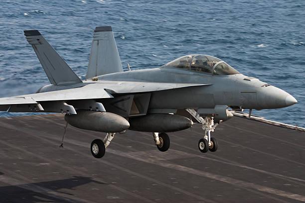 naval düsenjäger - flugzeugträger stock-fotos und bilder